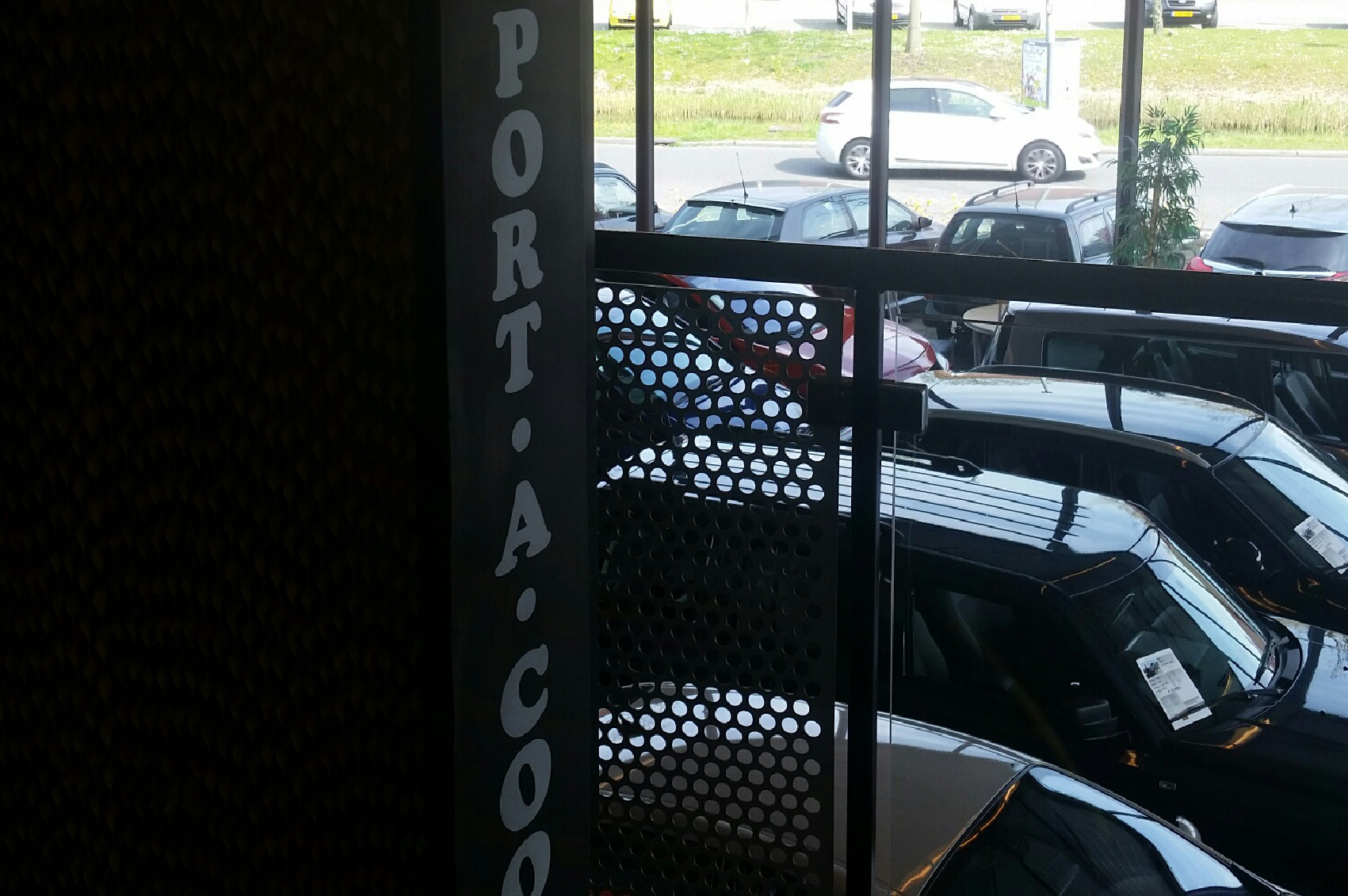 Port A Cool Showroom koeling garage
